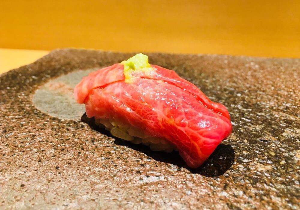 ワサビと寿司