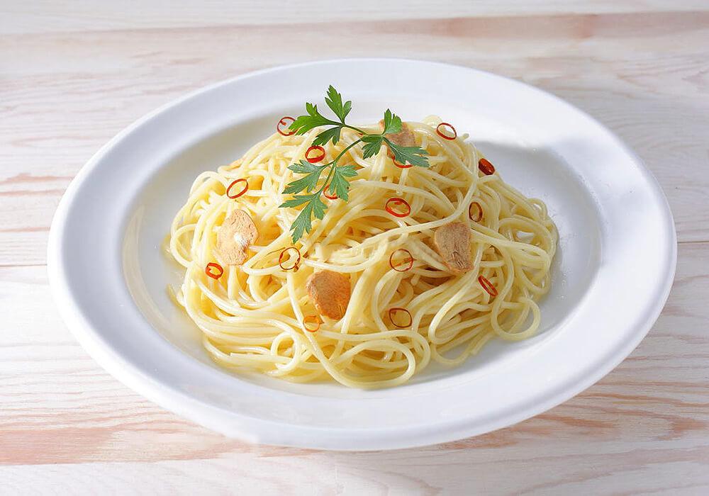イタリアンパセリを乗せたスパゲッティ